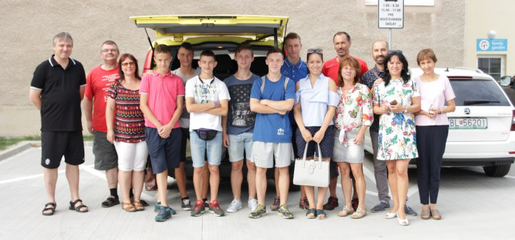 Chlapci z ukrajinského sirotinca prišli na slovenskú svadbu