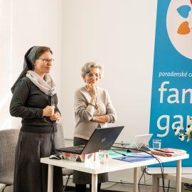 Semináre so sestrou Annou Bissi